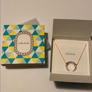 Stella and Dot Luna Pendant Necklace